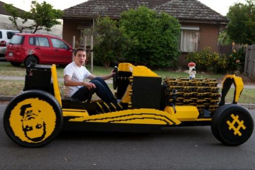 レゴブロックを50万個以上組み上げて実際に走る車を作った猛者が現るwwwwwwwww
