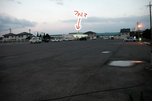 【画像あり】 田舎(島根県)にあるファミマの駐車場クッソワロタwwwwwwwwwwwwwwwww