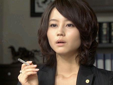 【悲報】堀北真希、喫煙者だった……