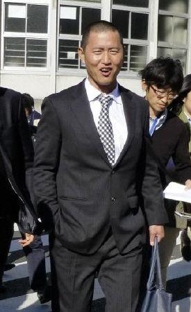 阪神移籍の鶴岡、涙を浮かべて会見「一生懸命やる」