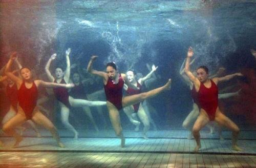 【画像】北朝鮮のシンクロナイズドスイミングの女子がパンチが効いていると話題にwwwwwwwwww