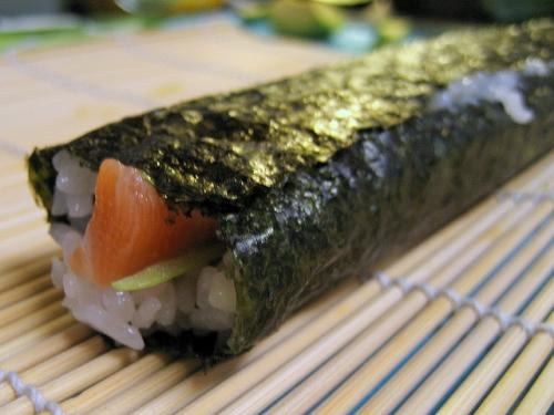 海外「芸術的な寿司だ!」外国人が飾り巻き寿司を実際に作ってみた