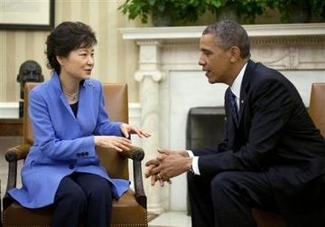「日本より長い時間滞在して欲しいニダw」 パククネ、オバマ大統領にお泊り要求wwwww