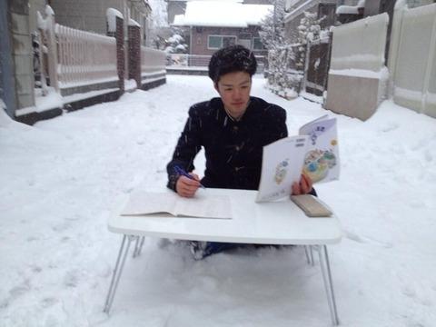 【衝撃】 大雪にも負けないバカッター民の体を張ったネタをご覧くださいwwwwwwwwwwww(画像)