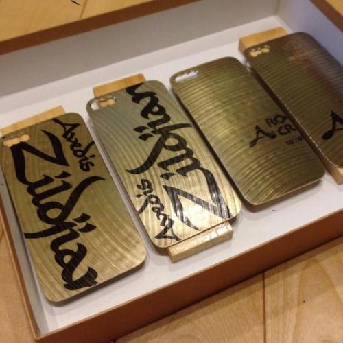 【画像】 「割れたシンバルから作ったiPhoneケース」 これはかっこ良すぎるwwwwwwwwwwww