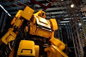 【画像あり】 「本当に人が乗って操縦できるロボット」 ついに爆誕 かっけえ・・・