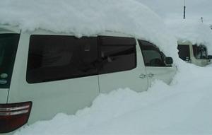 山梨県で大雪により動けなくなった車の運転手が凍死・・・大雪死者は14人目に