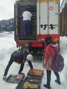 「山崎パンは例外です。他社を責めないで下さい」 山崎パンのトラックが積荷のパンを配れた理由