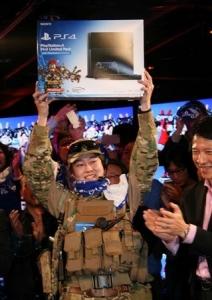 【悲報】PS4一番乗りが軍人