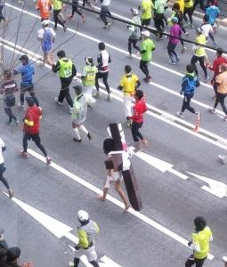 【速報】 東京マラソンにイエス・キリストwwwwwwwwwwwwwwwwwwwwwwwwwww