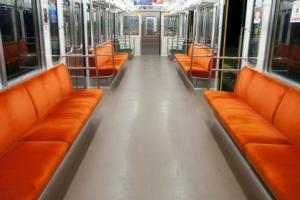電車で隣に女が座っただけでテンション上がる奴wwww