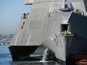 ( `ハ´)「米海軍のステルス沿海域戦闘艦『インディペンデンス(LCS-2)』が格好いいアル」 「抗日ドラマで見た」「ズムウォルト?」「我々の055型駆逐艦ガー」 【中国の反応】