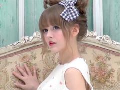 ▼ リアルバービー人形と謳われた日本語ベラッベラのダコタ・ローズ
