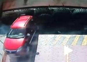 【動画】フェリー乗船中に車が落下その監視カメラ映像が公開される・・・