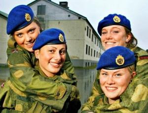 【美女だらけ・・】 ロシア人「北欧ノルウェー軍の女性兵士達の姿をご覧下さい」 【画像】
