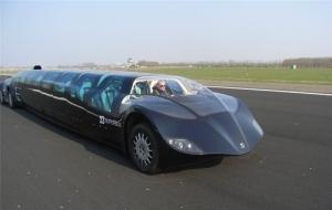 ドバイの世界最速通勤用「スーパーバス」をご覧下さい