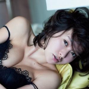 【画像】吉野紗香が3年ぶりにグラビア復帰で乳出しwwwwww 他