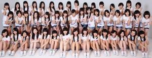 「AKB48 チーム8」メンバーお披露目!ファンからは「かわいい!」「横山由依が二人いる!」などの声