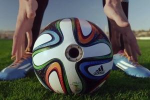カメラを仕込んだサッカーボール、公式球としてワールドカップにお目見え