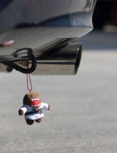 日本のキャラクターまで・・・アメリカで人気の車のリアに付けるキーホルダー画像をご覧下さい 【画像】