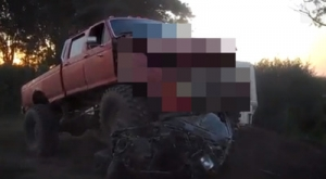 「俺の自慢のモンスタートラックで廃車を乗り越える遊びしよーぜー」→自慢のトラックが廃車に