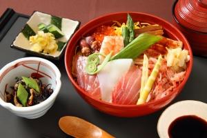 外国人「うらやましい」学生である必要がなく安くて美味しい日本の大学の学食が話題に【海外反応】