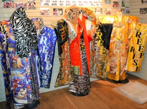 1970~80年代のヤンキー文化を考える展示会「ヤンキー人類学」開催 ど派手なバイクや衣装を展示