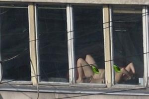 全裸で日光浴をしていた女性裁判官が撮影され解雇騒動に(写真あり)