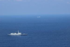 【軍事】南シナ海で米海軍の旗艦と中国の駆逐艦が対峙
