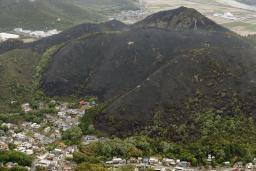 【画像】バーベキューで使った炭を裏山に捨てたら山がまるごと焼けたよ(´・ω・`)