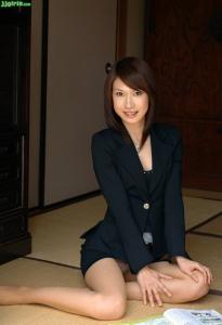 【画像】スーツの似合う美女っていいよな・・・正直、やりたいっすわ~wwwwwww