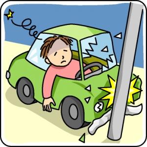職場の駐車場でアクセルとブレーキを間違える事故が三回あった。