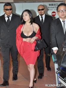 【画像あり】 小向美奈子1億円全身改造 スライム乳がキングスライム化wwwwwwwwww