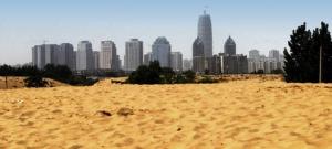 【中国】人工池を造ろうとしたら、砂漠が出来た。