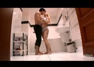 【動画】タトゥーと白い肌が超セクシーでエロい白人美女のファックエッチ動画