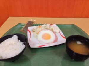 【画像】 うちの大学の朝定食www これでワンコインwwwwwwww
