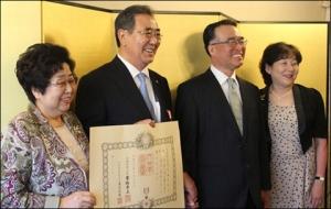 【日韓】 済州道韓日親善協会のカン・ジェオプ会長、日本政府から「旭日双光章勲章」受ける