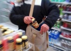 【犯罪】スーパーで万引き子捕まえたら、ママンに蹴られて怪我まみれ