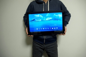 そのサイズ、驚異の18.4インチ! デカすぎるタブレットはどんな場面で役立つのか