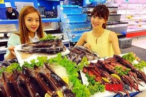【韓国】「遠洋産のイカはいかが?」(写真)